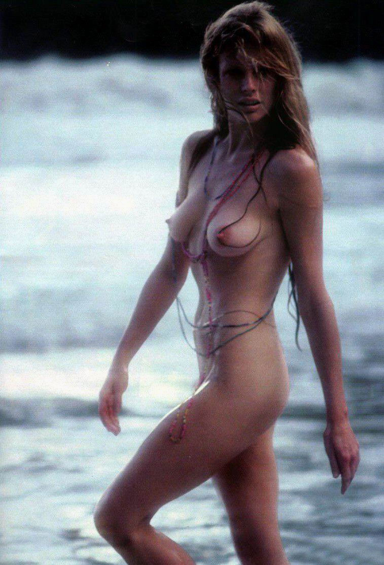 Nude James Bond 20