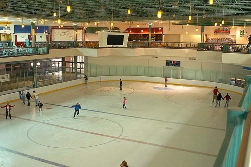 Mall_of_Memphis_Ice_Chalet