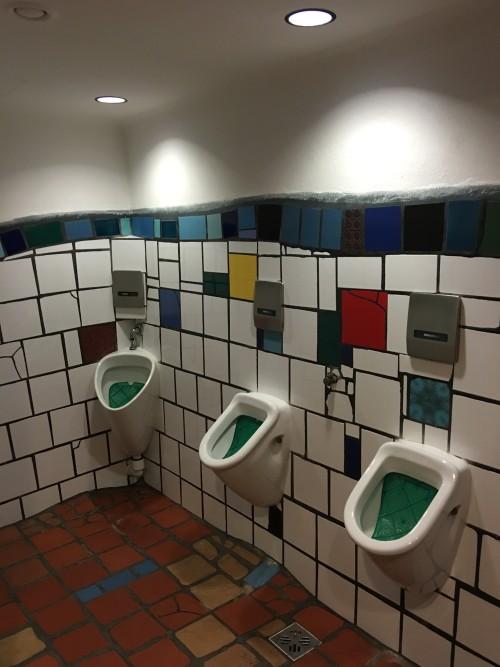 kunst bathroom