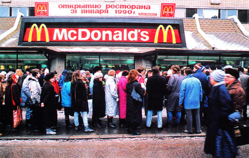 line moscow mcdonalds 1990